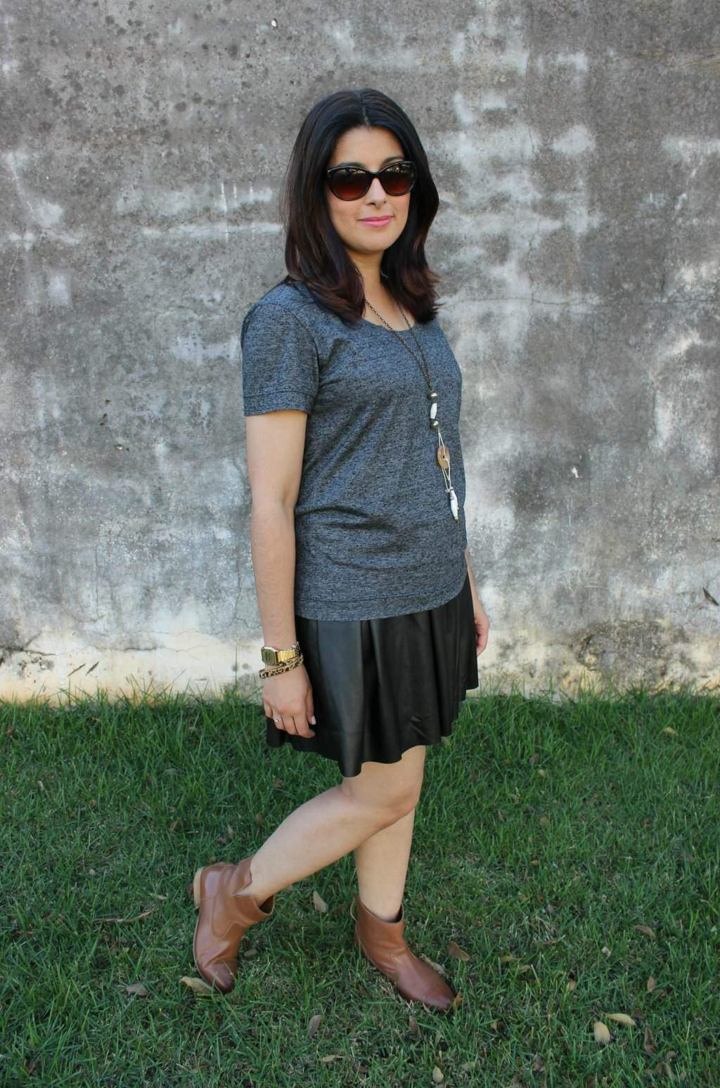 Inspiração na real_saia de couro preta e bota de cano curto_