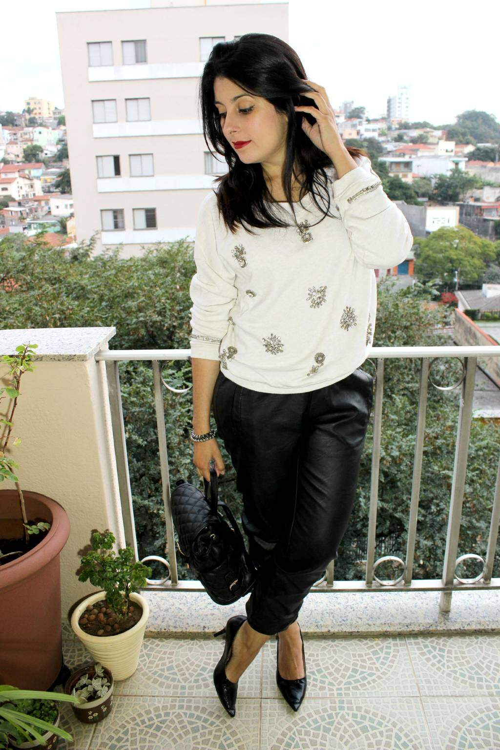 Look_calça e couro e moletom_blog el ropero_juliana sena