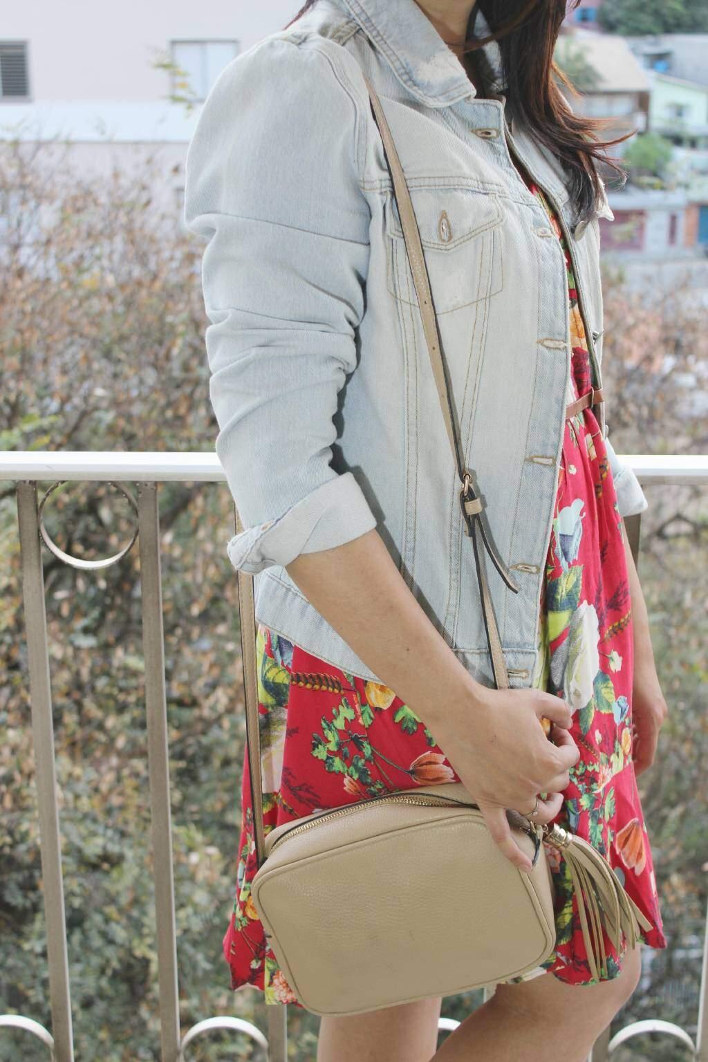 look_jeans_vestido florido_sapatilha_blog el ropero